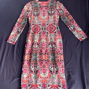 Beautiful floral Maggie London knee length dress.
